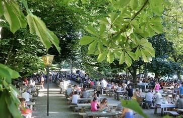 Biergartenatmosphäre im Biergarten Schlossallee Haag