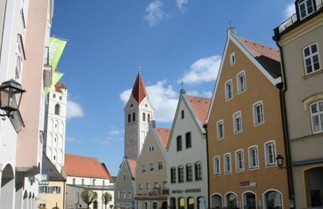 Häuserfassaden in der Altstadt Moosburg a. d. Isar