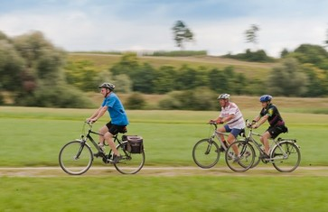 Radfahrer auf dem Fernradweg München-Regensburg-Prag