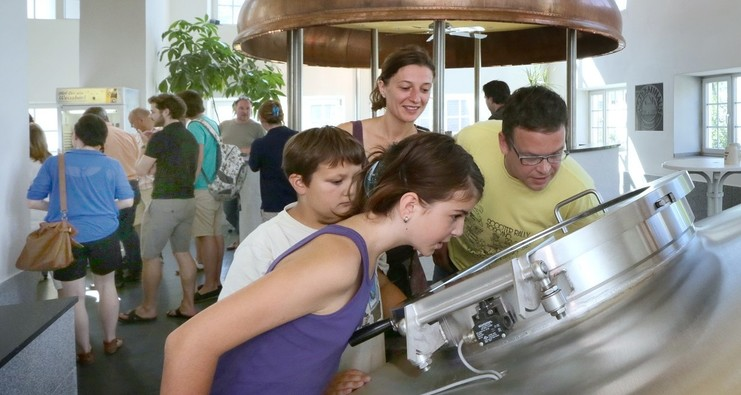 Bei einer Brauereibesichtigung im Sudhaus des Hofbrauhauses Freising
