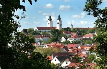 Kulisse von Freising mit Domberg vom Sternplatz aus