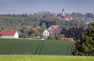 Idyllische Ortschaften prägen das Landleben in der Region Freising