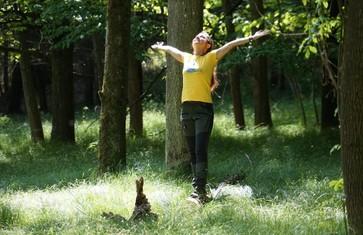 Waldbaden mitten im Wald entspannt
