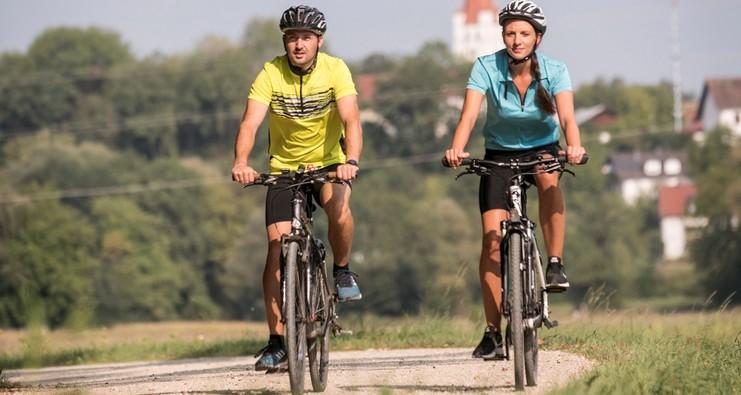 Radfahrer auf der Kirchentour bei Inkofen