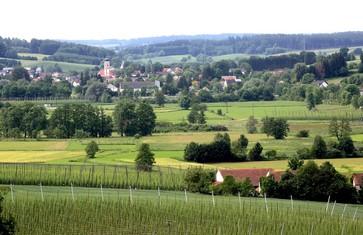 Aussicht auf Rudelzhausen vom Abens-Radweg aus