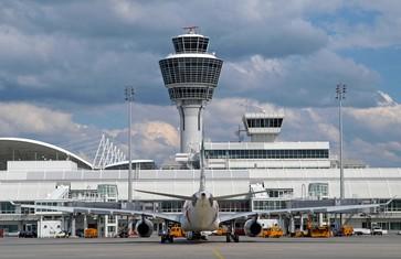 Flughafen München mit Tower