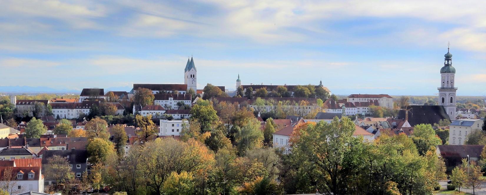 Panoramablick im Herbst auf Freising