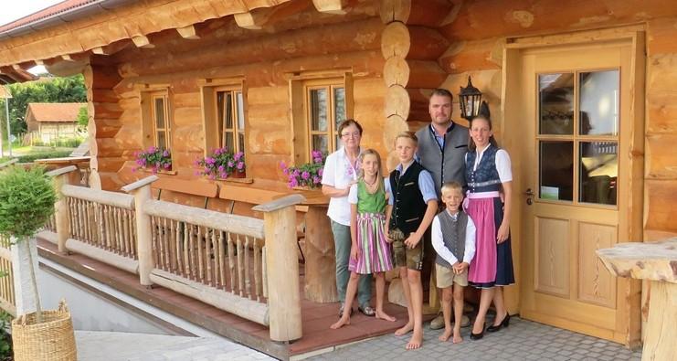 Naturstammhaus auf dem Erlebnisbauernhof Wieser für Events, Seminare und Hüttenabende