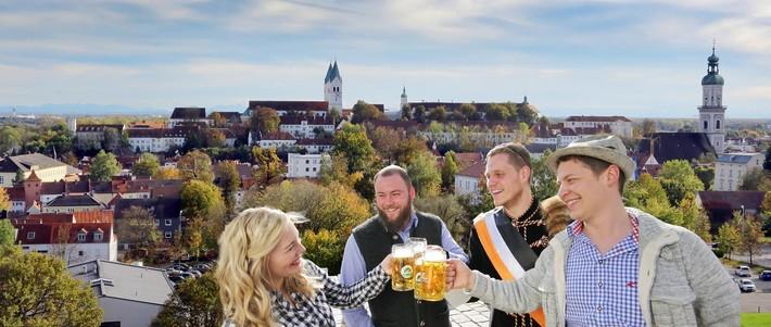 Panorama der Stadt Freising mit Bierfreunde