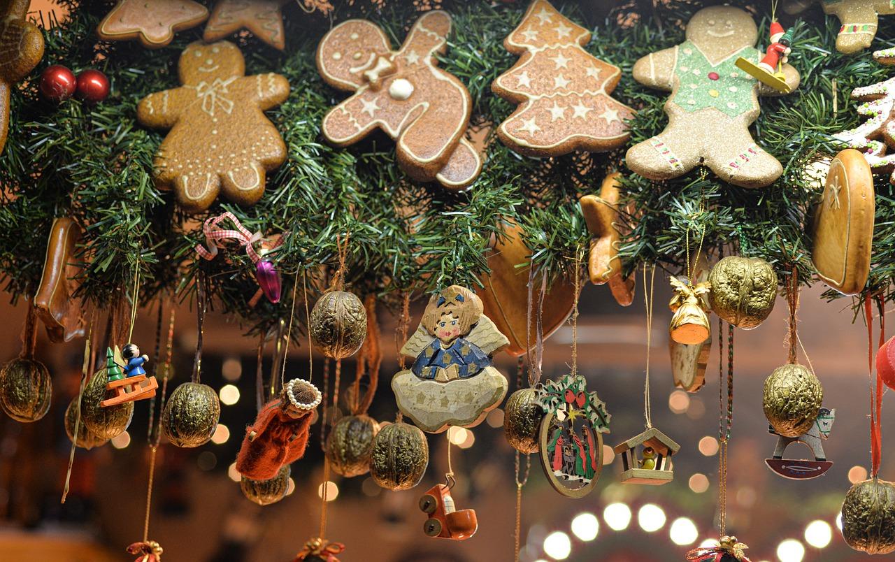 Weihnachtsdekoration auf dem Weihnachtsmarkt