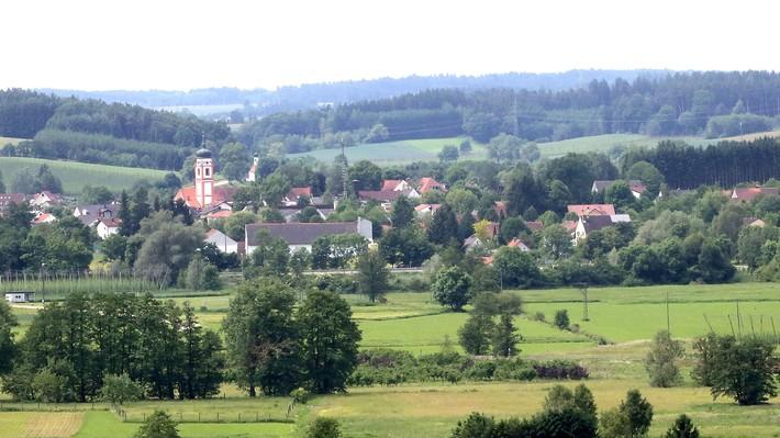 Blick auf die nördlichste Gemeinde im Landkreis Freising - Rudelzhausen im Hopfenland Hallertau