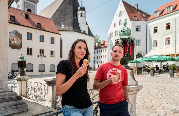 Marienplatz vor historischer Kulisse in Freising